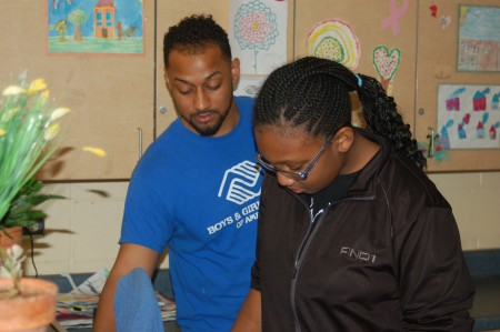 Artist Vedale Hill helps Adrianna Kirk clean paintbrushes in the art room at the Davis Boys & Girls Club. (Photo by Andrea Waxman)
