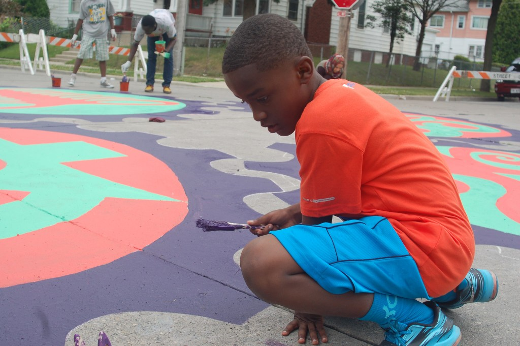Kenari Parr, 8, paints a portion of the mural. (Photo by Devi Shastri)