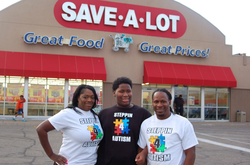 (From left) Deon, Deontay and Mykel Farr regularly shop at the Save-A-Lot store in the Silver Mill Mall on North Teutonia Avenue. (Photo by Andrea Waxman)