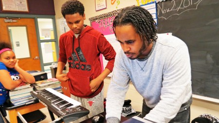 Marquis Gilbert (right) of H2O Milwaukee Music works with students to create melodies at Thurston Woods CLC. (Photo courtesy of Dwight Gilbert)