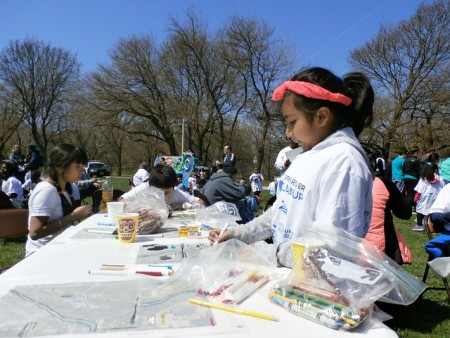 Young volunteers draw pictures of the river during Milwaukee Riverkeeper's 2016 Spring River Cleanup. (Photo by Kathryn Koeppel)
