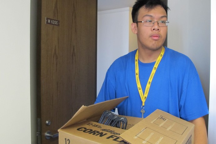 UWM freshman Peter Khanthavong moves into his dorm room in Sandburg Hall. (Photo by Andrea Waxman)