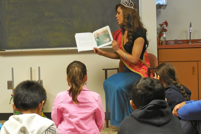 "Miss Latina Wisconsin 2013 reads ""El Patito Feo/The Ugly Duckling"" during story time. (Photo by Maria Corpus)"