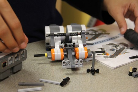 Building robots is part of a STEM class at La Causa. (Photo by Karen Slattery)