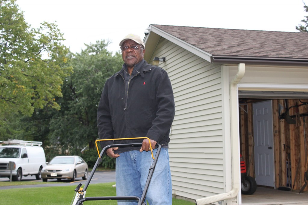 Don Tate, site supervisor for the Summer Youth Program in Capitol Heights, trains workers in lawn care techniques and proper use of lawn and garden equipment. (Photo by Matthew Wisla)