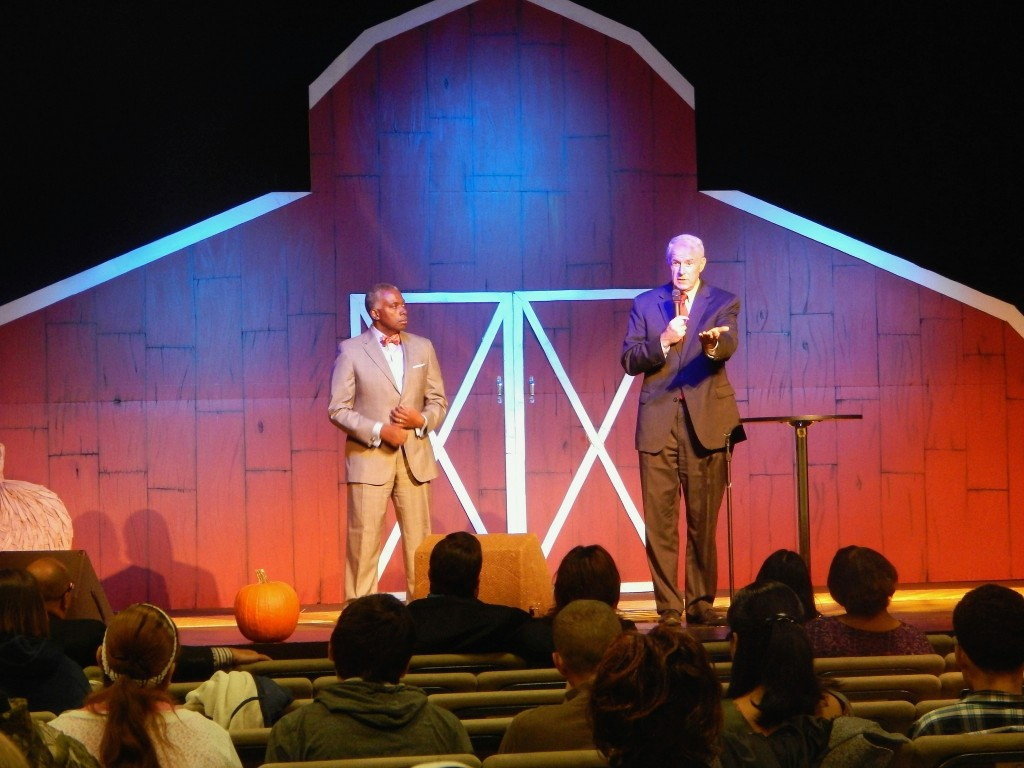 Mayor Tom Barrett addressed about 100 congregants at Faith Builders church about ways to reduce infant mortality. (Photo by Caroline Roers)