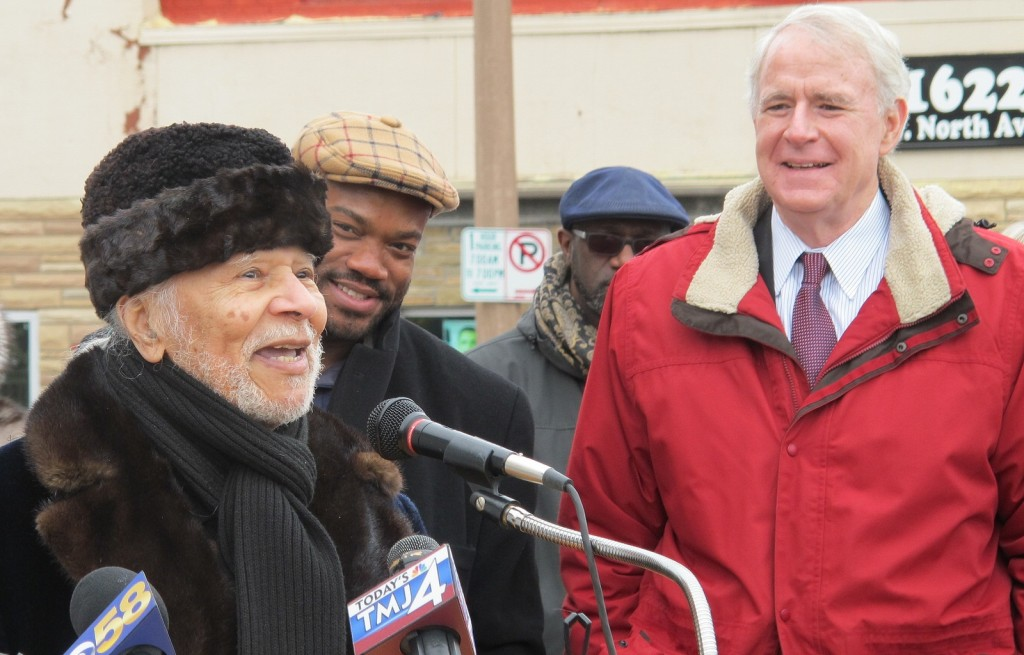 Leonard Brady, an octogenarian who was born and raised in the Lindsay Heights community, addresses the crowd as Alderman Russell Stamper and Mayor Tom Barrett look on. (Photo by Andrea Waxman)