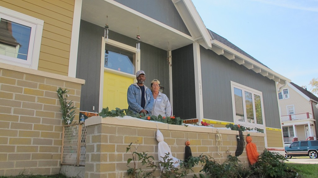 Jill and Charlie Harris moved into their new townhome at King Commons IV in 2013. (Photo by Scottie Lee Meyers)