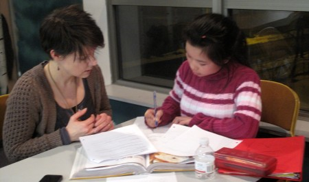 Tutor Sue Lawton (left) works closely with Dah Lu on her homework. (Photo by Teran Powell)