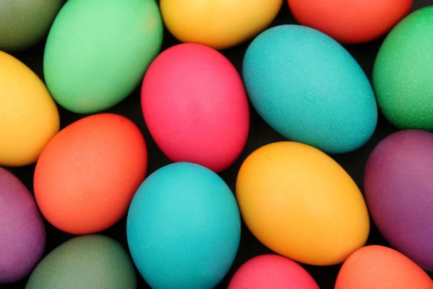 Take precautions when decorating eggs to prevent foodborne illness. (Image courtesy of UW-Extension)