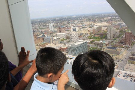 Students enjoy Milwaukee's cityscape and point out familiar features and landmarks. (Photo by Matthew Wisla)