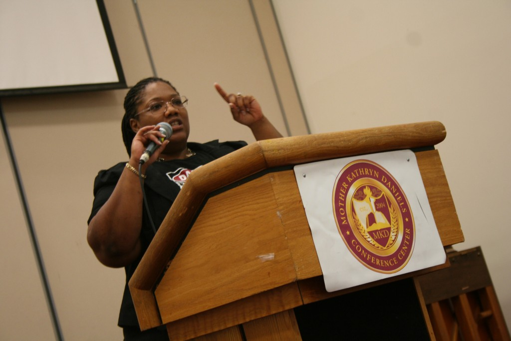 Shanyeill McCloud addresses attendees during an orientation session at the neighborhood summit. (Photo by Jabril Faraj)