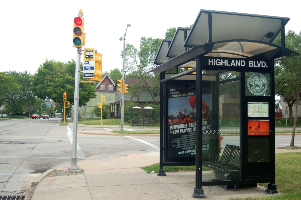 The bus shelter at 17th Street and Highland Avenue stands empty. (Photo by Devi Shastri)