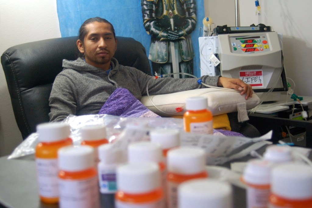 Jonathon Morales, 30, prepares for his dialysis treatment. (Photo by Edgar Mendez)