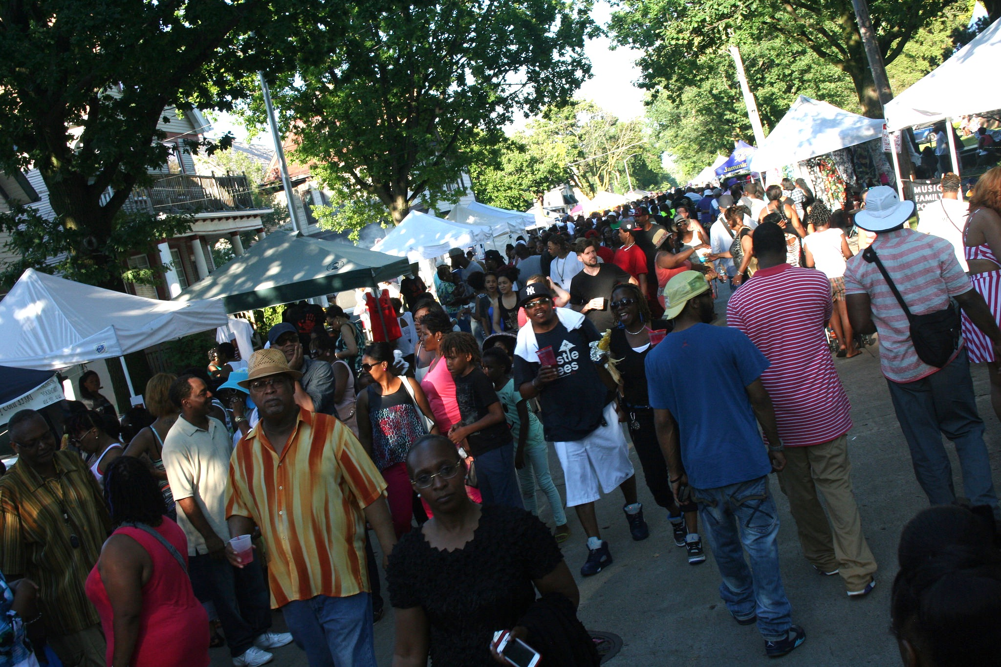 Garfield Avenue Festival drew large crowds last year. (Photo by Jabril Faraj)
