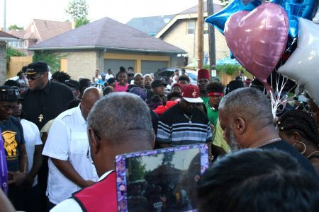 A large crowd gathered on West Auer Avenue where Sylville Smith was shot and killed by Milwaukee police Saturday night . (Photo by Jabril Faraj)